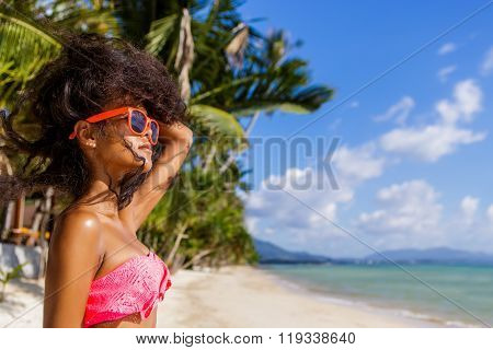 Beautiful Teenage Black Girl With Long Curly Hair In Sunglasses.