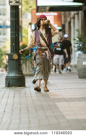 Man Dresses Like Pirate Captain Jack Sparrow For Atlanta Parade
