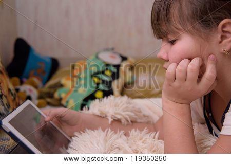 Girl uses tablet computer.