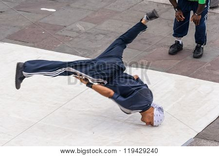 New Orleans, La/usa - Circa March 2009: Young Male Dancers Perform A Street Dance At Jackson Square,