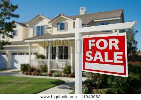 Casa para venda imobiliário sinal na frente de casa nova.