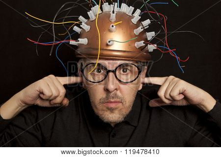 Crazy inventor helmet for brain research