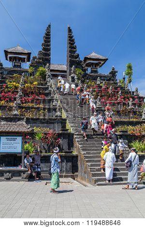 Village Of Besakih, Bali/indonesia - Circa October 2015: People Are Going To Praying In Pura Besakih