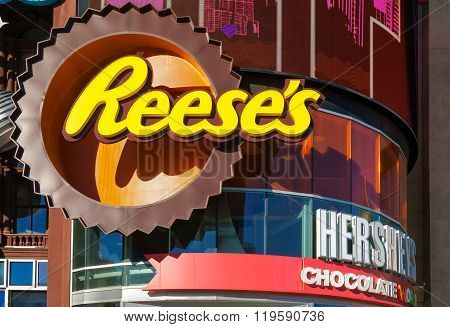 Hershey's Chocolate World Exterior And Logo