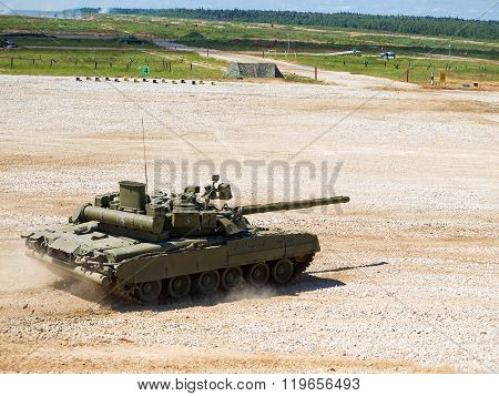Tank T-80 rides for the test site