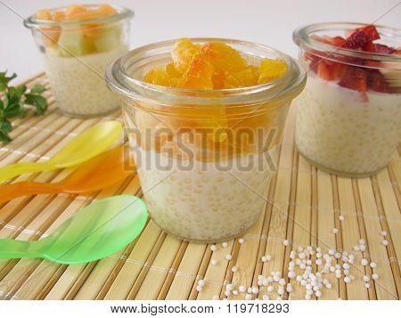 Tapioca pudding with fresh fruits