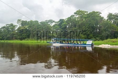 Boat with people visiting national park in Costa Rica