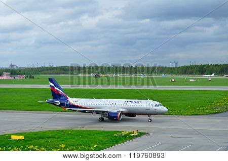 Aeroflot Airlines Airbus A320-214 Airplane In Pulkovo International Airport In Saint-petersburg