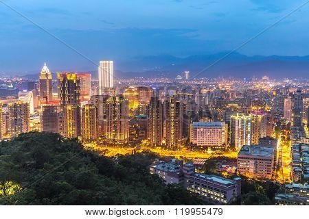 Taipei, Taiwan skylines building at dusk