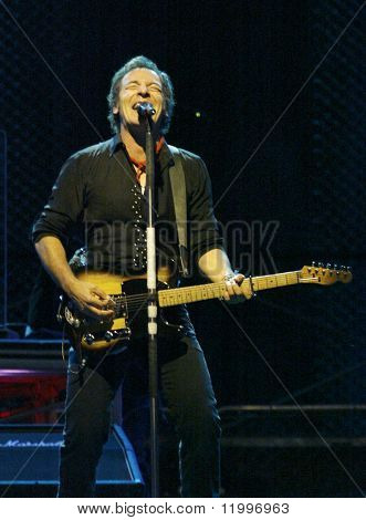NEW YORK - OCTOBER 4:  Singer Bruce Springsteen and the E Street Band perform their last show for the 2002-03 World Tour at Shea Stadium October 4, 2003 in Flushing, New York.