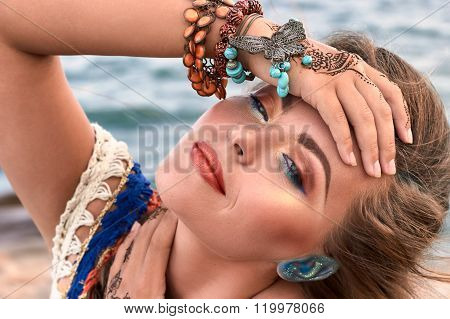 Beautiful Girl, Bright Clothes, Accessories, Makeup Mehendi, Summer Beach