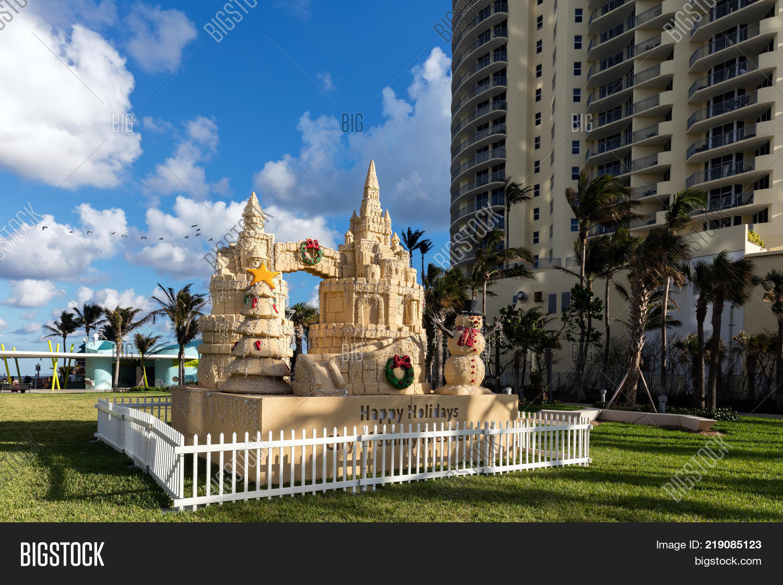 north miami beach florida december 5 2017 christmas decorations in the gilbert samson oceanfront park