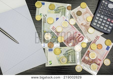 Calculations and checking of earnings in euro currency.