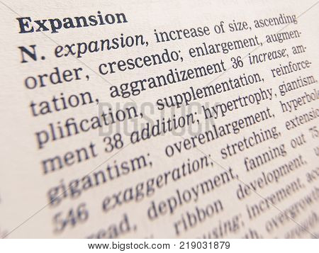 CLECKHEATON, WEST YORKSHIRE, UK: THESAURUS PAGE SHOWING DEFINITION OF WORD EXPANSION, 30TH MARCH 2005, CLECKHEATON, WEST YORKSHIRE, UK