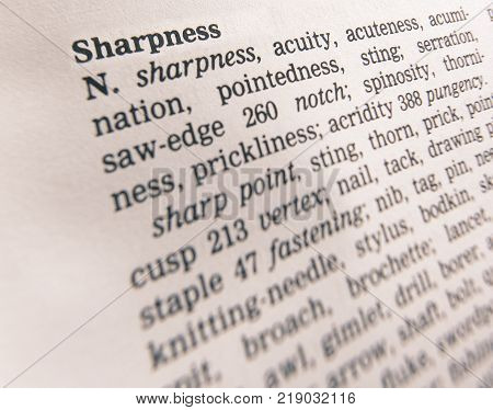 CLECKHEATON, WEST YORKSHIRE, UK: THESAURUS PAGE SHOWING DEFINITION OF WORD SHARPNESS, 30TH MARCH 2005, CLECKHEATON, WEST YORKSHIRE, UK