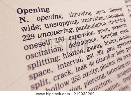 CLECKHEATON, WEST YORKSHIRE, UK: THESAURUS PAGE SHOWING DEFINITION OF WORD OPENING, 30TH MARCH 2005, CLECKHEATON, WEST YORKSHIRE, UK
