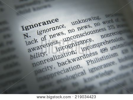CLECKHEATON, WEST YORKSHIRE, UK: THESAURUS PAGE SHOWING DEFINITION OF WORD IGNORNACE, 30TH MARCH 2005, CLECKHEATON, WEST YORKSHIRE, UK