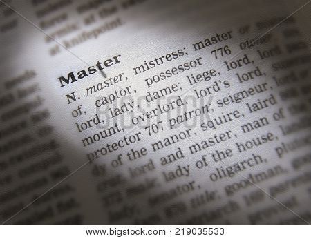 CLECKHEATON, WEST YORKSHIRE, UK: THESAURUS PAGE SHOWING DEFINITION OF WORD MASTER, 30TH MARCH 2005, CLECKHEATON, WEST YORKSHIRE, UK