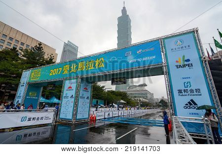 TAIPEI, TAIWAN - DECEMBER 17, 2017 - Finish line in front of Taipei 101 during the final moments of the 2017 Taipei International Marathon