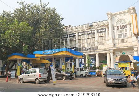 New Delhi India - October 27, 2017: Unidentified People Buy Petrol At Bharat Petroleum Petrol Statio