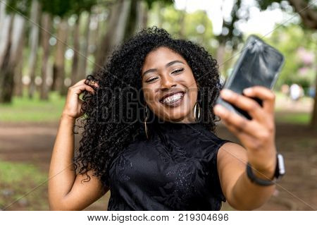 african, woman, selfie, ethnicity, black, girl, ethnic, kenyan, nigeria, kenya, colombian, photo, jamaican, park, angolan, selfi, adult, jamaica, casual, people, wearable technology, female, afro, so