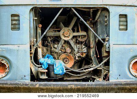 The old broken carm engine of the old broken car