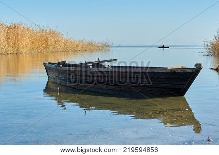 Traditional fishing boat Traditionally, many different kinds of boats have been used as fishing boats to catch fish in the sea, or on a lake or river.