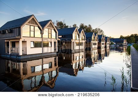Row of houses with mirror windows on the lake.