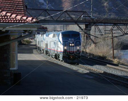 Amtrak Into Glenwood