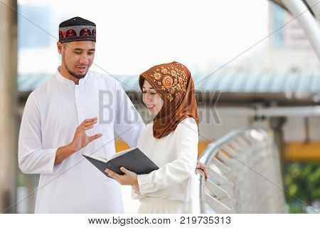 Muslim couple young girl and boy reading book with shopping in the cityConcept education and shopping