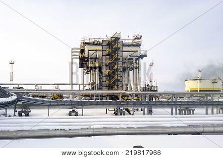 Separators are end. Equipment for oil separation. Modular oil treatment unit. Bulite for separation. Low pressure separators