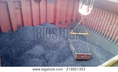 The cargo compartment of the ship, filled with coal. Loading of anthracite. Transportation of coal