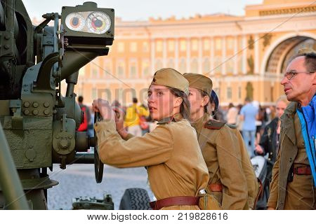 ST.PETERSBURG, RUSSIA - AUGUST 08, 2017:  Girls in uniform the handle is rotated anti-aircraft guns at the Palace square