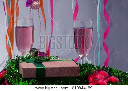 tape along Champagne with redcurrant liqueur tape along