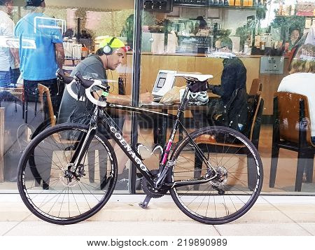22 September 2017 - Irvine ,CA : Bicycle Parked Outside coffee Shop Bicycle Bike Vintage Shop Window Concept.