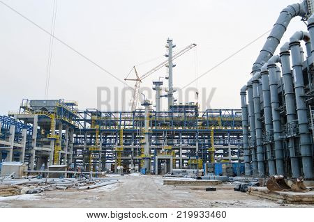 Construction of a new oil refinery, petrochemical plant with the help of large building cranes. Construction of a new process unit.