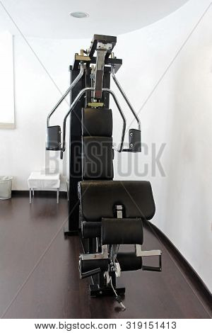 Professional Pectoral Muscle Gym Equipment Inside Modern Interior