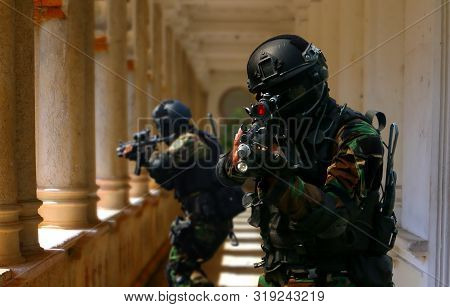 Special Force Assult Team Inside Abandoned Buildings