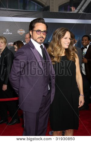 LOS ANGELES - APR 11:  Robert Downey Jr., wife Susan Downey arrives at