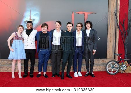 LOS ANGELES - AUG 26: Sophia Lillis, Chosen Jacobs, Jeremy R Taylor, Wyatt Oleff, Jack D Grazer, Finn Wolfhard at the