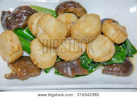 A Scallop Cooking With Vegetables And Mushroom
