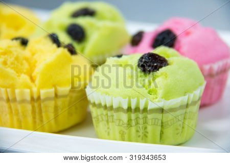 A Delicious Stream Mini Cup Cake Background