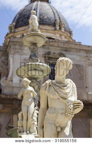 Ancient Statues Of Marble Praetorian Fountain (fontana Pretoria) On Piazza Pretoria In Palermo, Sici