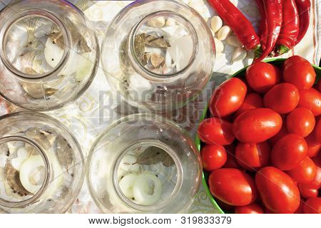 Pickled Tomatoes And Pepper Pickling Processs,jars With Seasoning For Tomato Brine Top View