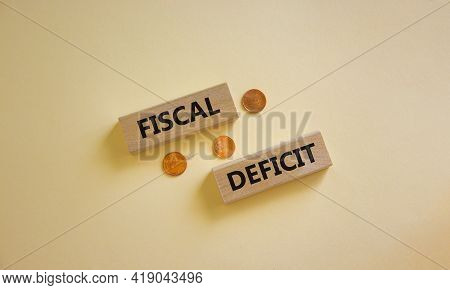 Fiscal Deficit Symbol. Concept Words 'fiscal Deficit' On Blocks On A Beautiful White Background, Met