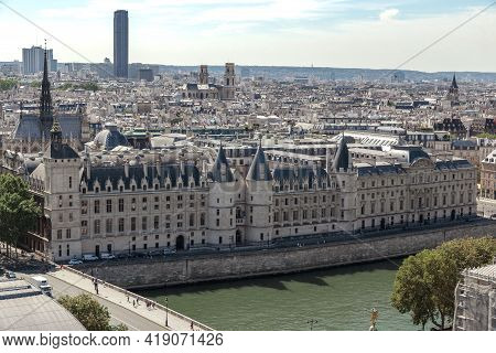 Paris, France - August 30, 2019: This Is A View Of The Conciergerie Palace (14th Century), The Forme