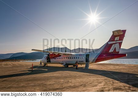 Qikiqtarjuaq, Canada - 08.23.2019: A Small 2-propeller Plane Sits On A Dirt Runway In Remote Inuit C