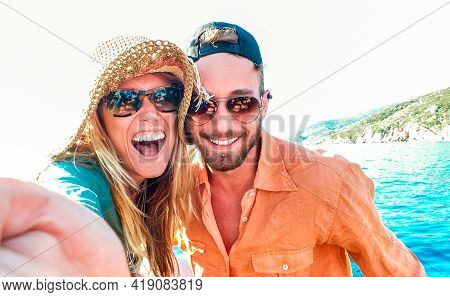 Young Happy Couple In Love Taking Selfie At Sailboat Excursion With Water Camera - Boat Trip Life St