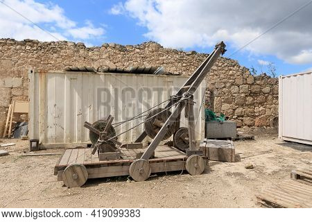 Kiryat Gat, Israel, March 27, 2021 : The Copy Of The Wooden Lifting Machine Is Located On The Remain