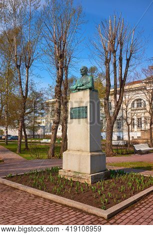 Moscow, Russia - April 22, 2021: Monument To The Outstanding Surgeon And Scientist Of The Ussr Acade
